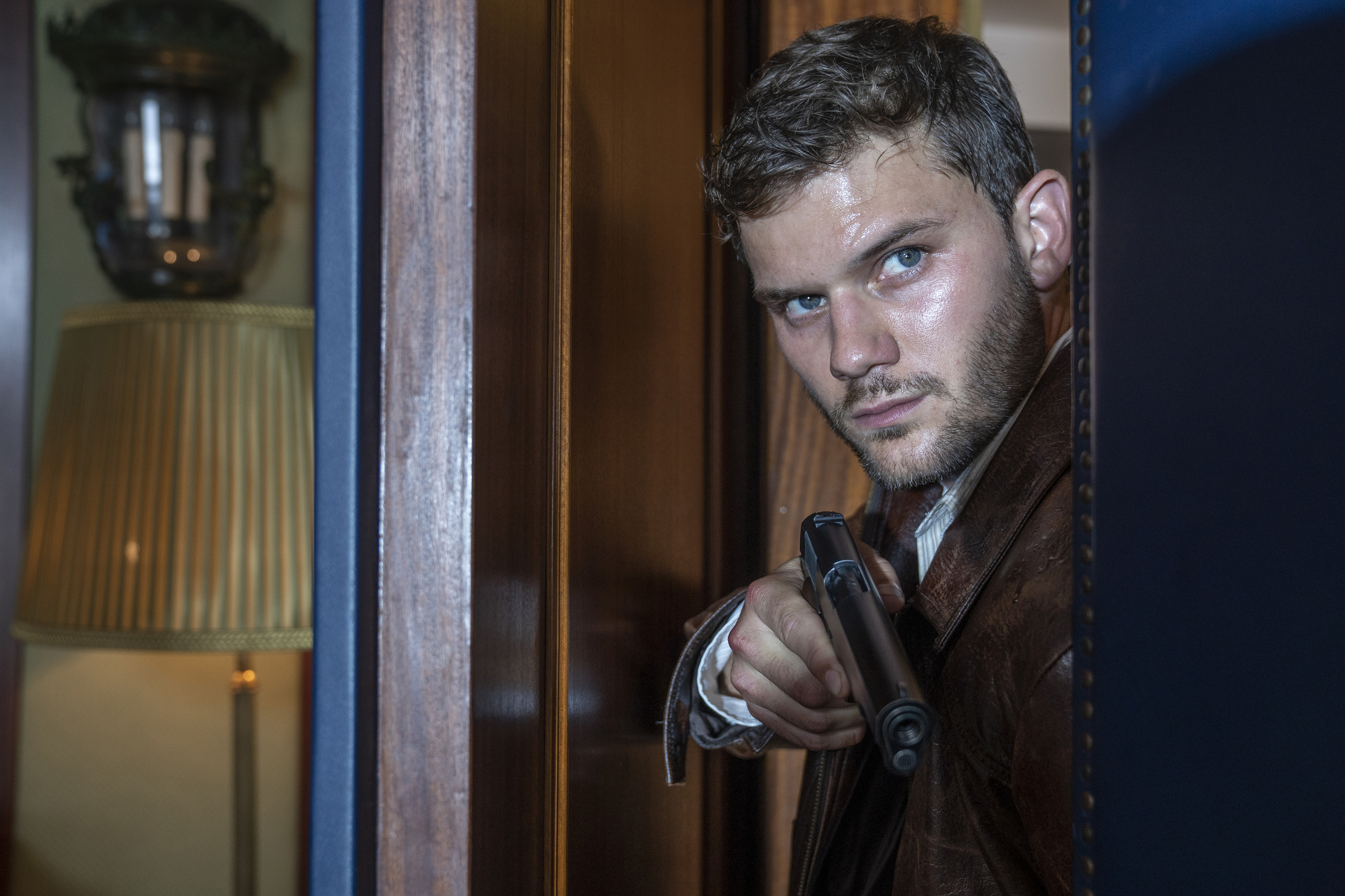 Jeremy Irvine to play a young Colin Firth in WWII flick <i>The Railway Man</i>